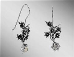 Death Camas earrings with silver flowers and moonstone